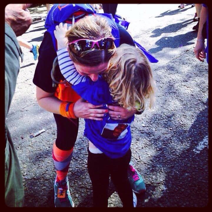 Rularuns cuddling daughter at Mile 17 of London Marathon